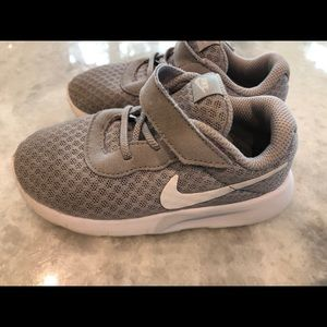 Nike toddler boys size 8c sneakers.